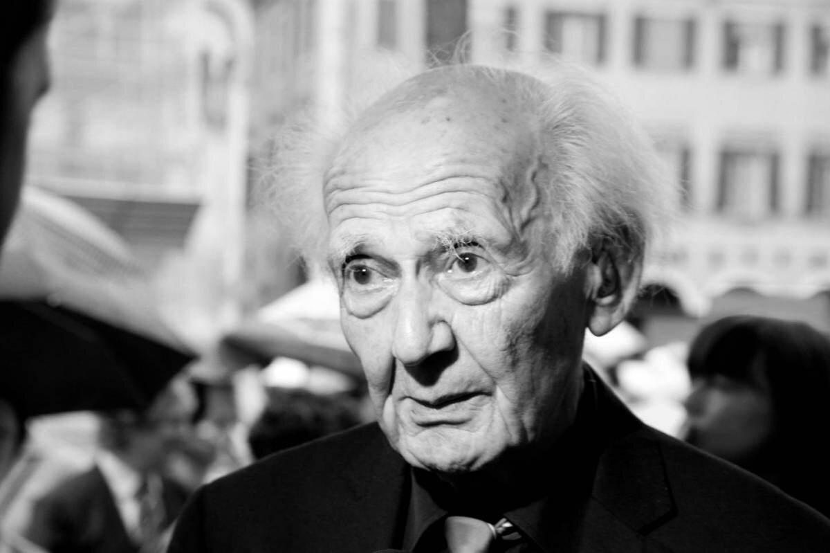"""Zygmunt Bauman – polski socjolog i filozof żydowskiego pochodzenia. Twórca terminu """"płynnej nowoczesności"""" i teoretyk postmodernizmu. Zmarł 9 stycznia 2017 r. prof. Zygmunt Bauman, socjolog, filozof"""