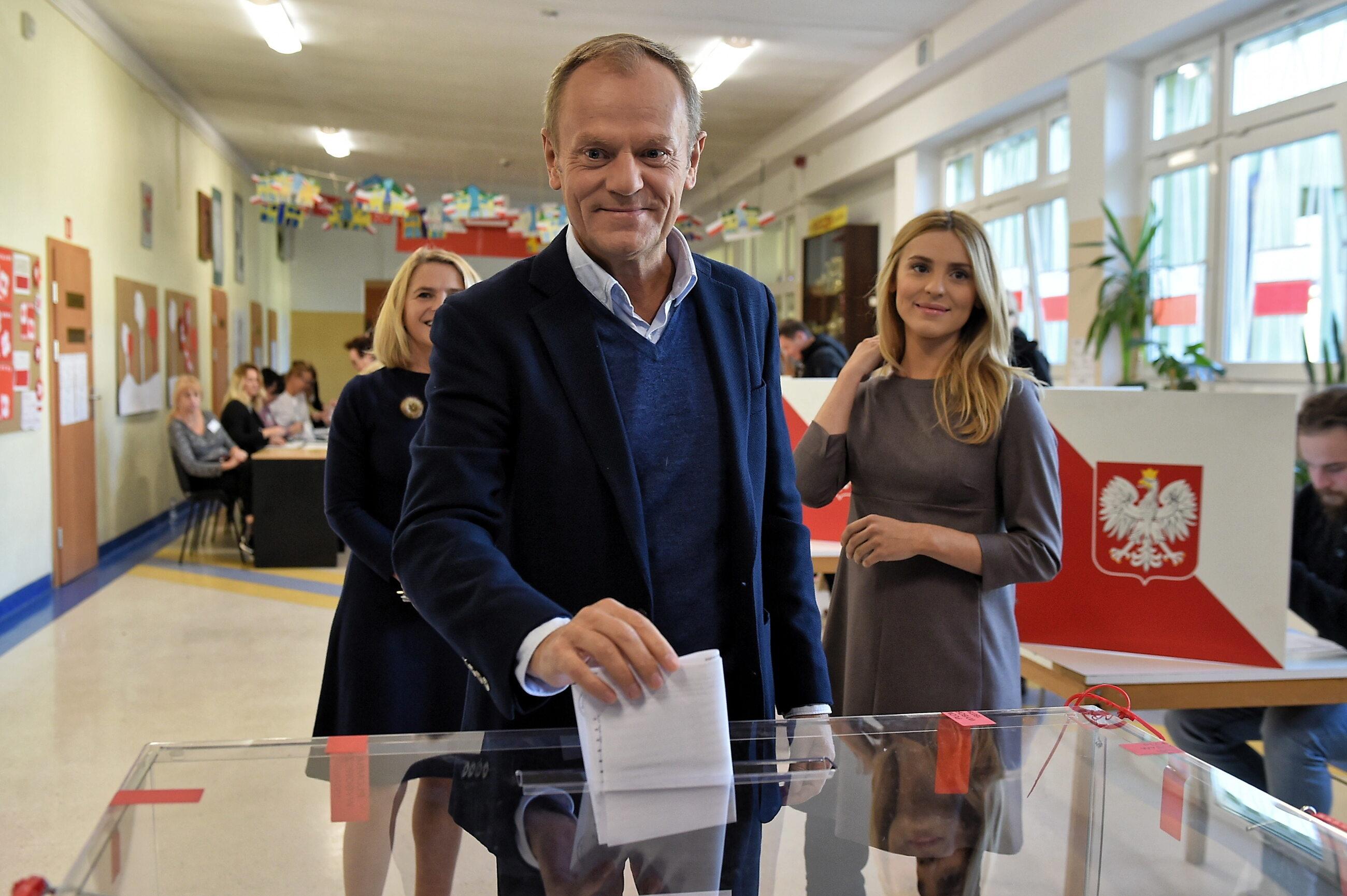 Donald Tusk podczas głosowania w Sopocie
